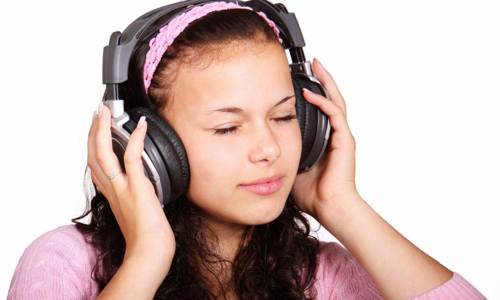 برای تقویت مهارت لیسنینگ خود، واقعا گوش کنید