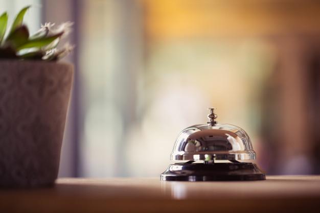 متن انگلیسی درباره هتل  لغات کاربردی انگلیسی در هتل  مکالمه انگلیسی هنگام ورود به هتل  توصیف هتل به انگلیسی  آموزش زبان برای کارکنان هتل  متن درخواست رزرو هتل به انگلیسی  مشکلات هتل به انگلیسی  تحویل اتاق هتل به انگلیسی