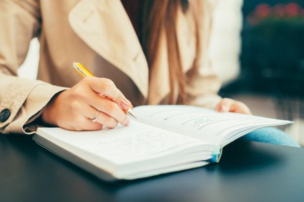 نوشتن وقایع روزانه به انگلیسی